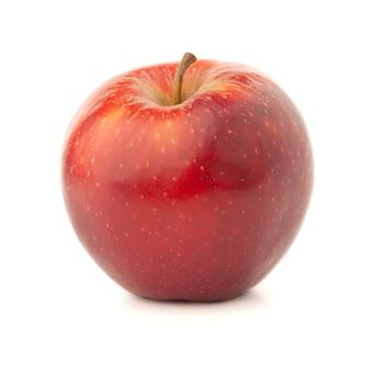 Czerwone jabłko na białym tle z cieniem