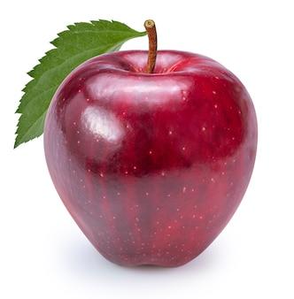 Czerwone jabłko z liściem na białym tle na białym tle ze ścieżką przycinającą.