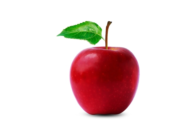 Czerwone jabłko z zielonym liściem na białym tle