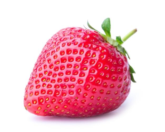 Czerwone jagody truskawki na białym tle