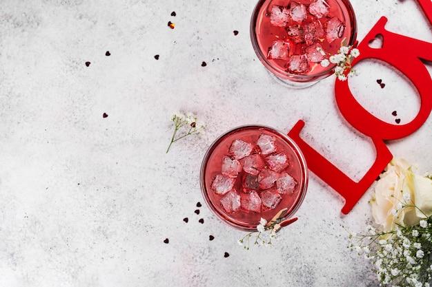 Czerwone koktajle walentynki