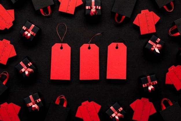 Czerwone metki z ceną koncepcja czarny piątek