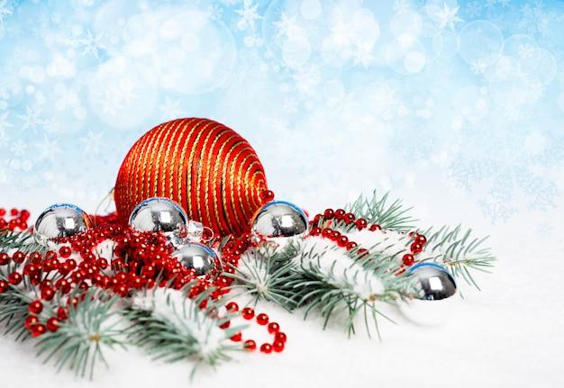 Czerwone ozdoby świąteczne