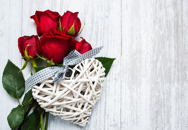 Czerwone róże i serce