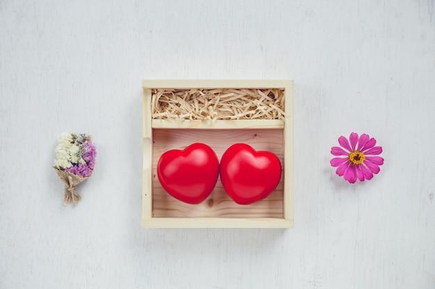 Czerwone serce w pudełku miłości
