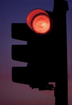 Czerwone światło drogowe
