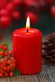 Czerwone świece świąteczne