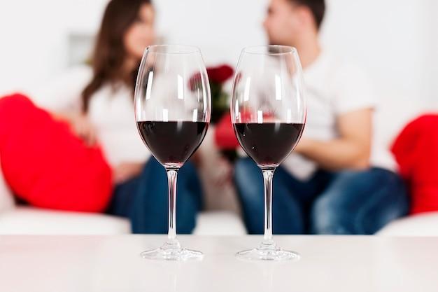 Czerwone wino na walentynki