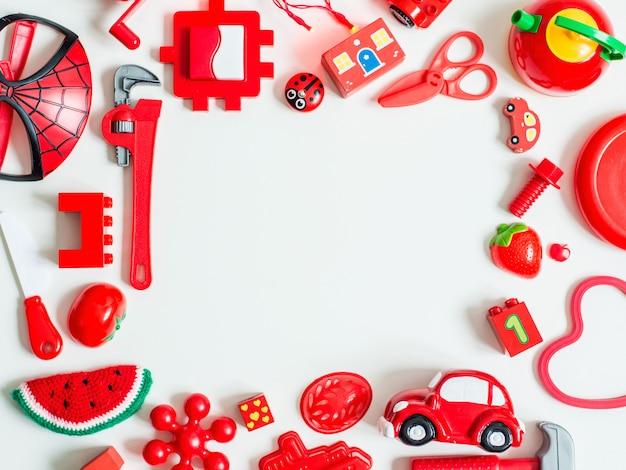 Czerwone zabawki edukacyjne