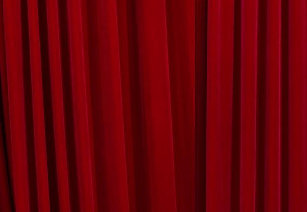 Czerwone zasłony zamknięte