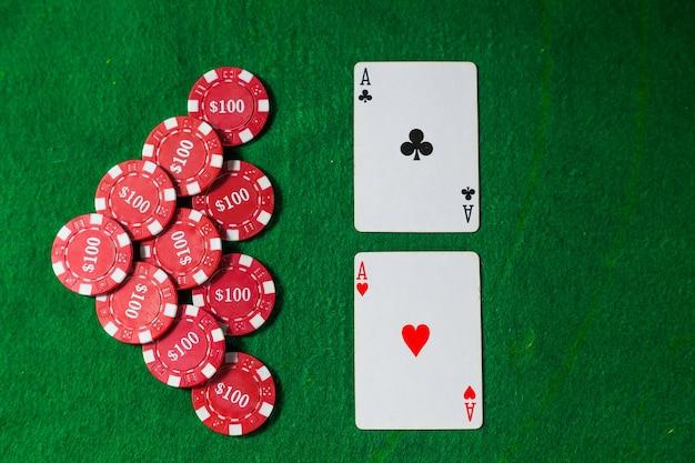 Czerwone żetony do pokera