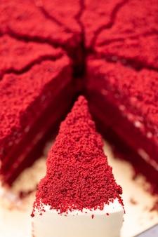 Czerwonego aksamita torta zakończenia up sklep.