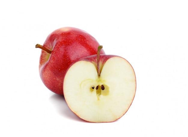 Czerwoni jabłka odizolowywający na białym tle
