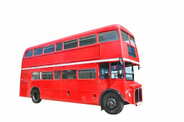 Czerwony autobus na białym tle ze ścieżką przycinającą