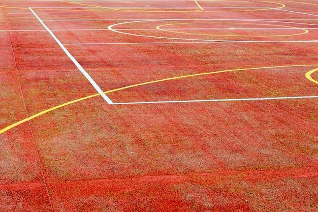 Czerwony boisko do koszykówki