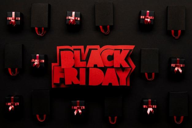 Czerwony czarny piątek i pudełka na prezenty
