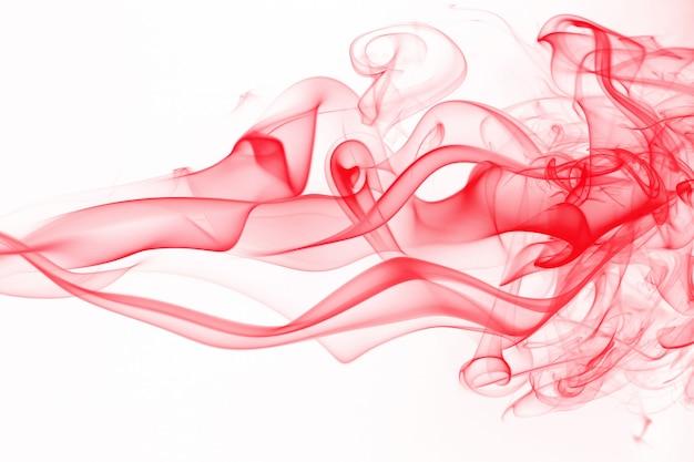 Czerwony dym streszczenie na białym tle, ruch koloru czerwonego atramentu