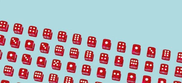 Czerwony hazard kostka do gry wzór na błękitnym tle