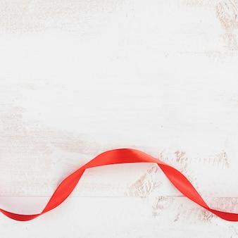 Czerwony krawat walentynki