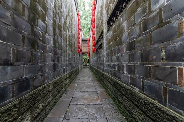 Czerwony latarniowy obwieszenie w alei antyczny miasteczko, chengdu, sichuan, chiny