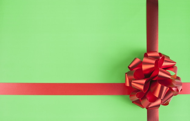 Czerwony łuk prezent i wstążki