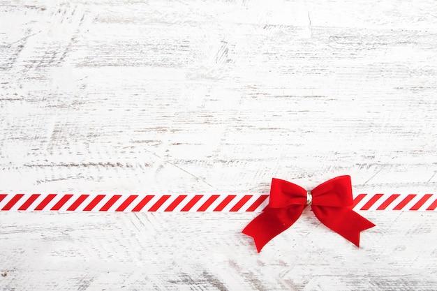 Czerwony łuk prezent z wstążką
