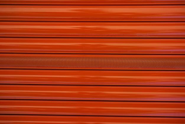 Czerwony metal roller door