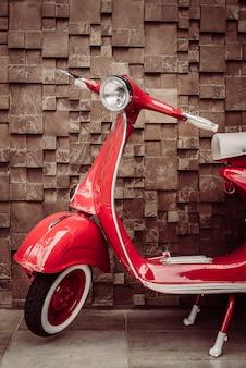 Czerwony motocykl zabytkowe