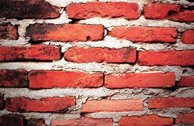 Czerwony mur z cegły.