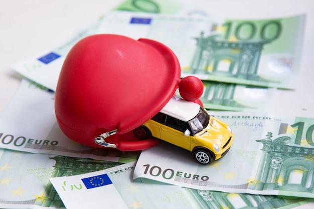 Czerwony portfel, samochodzik na euro