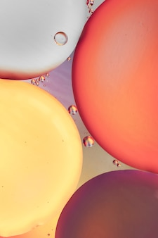 Czerwony purpurowy i żółty abstrakcjonistyczny tło z bąblami