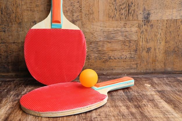 Czerwony rakieta do tenisa stołowego