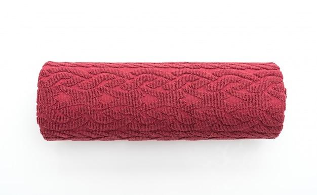 Czerwony ręcznik na białym tle