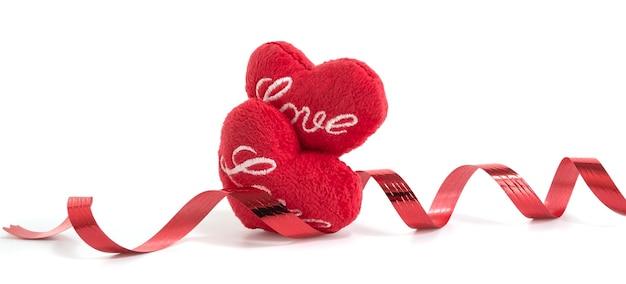 Czerwony Rzemiosło Kształt Serca I Wstążki Na Białym Tle, Koncepcja Valentine Premium Zdjęcia