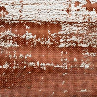 Czerwony ściana z cegieł tekstury grunge, brickwall z śniegiem na stronie. fasada budynku.