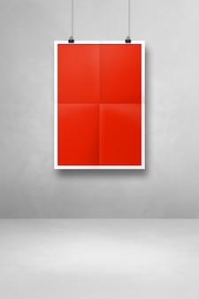 Czerwony składany plakat wiszący na białej ścianie z klipsami. pusty szablon makiety