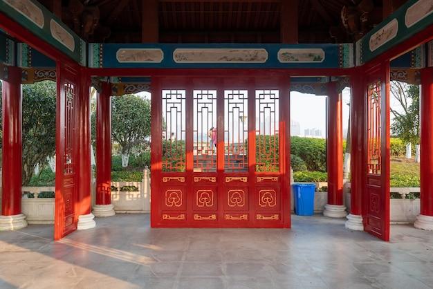 Czerwony strych starożytnej chińskiej architektury