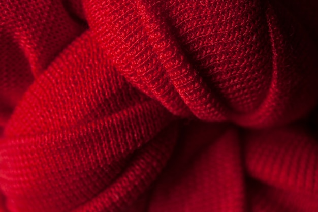 Czerwony sweter z wełny