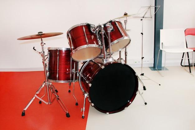 Czerwony zestaw perkusyjny