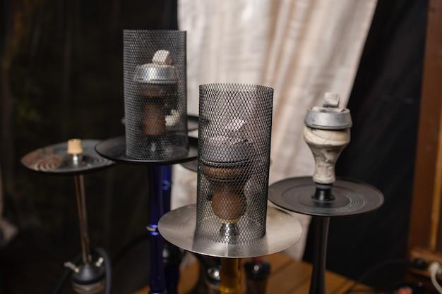 Część fajki wodnej o nowoczesnym designie na tle