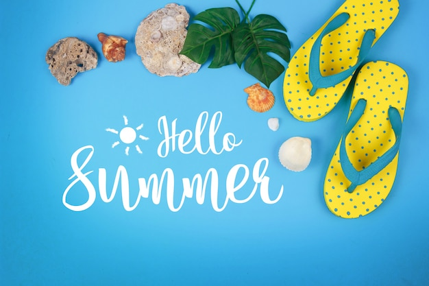 Cześć lato tekst na błękitnym tle