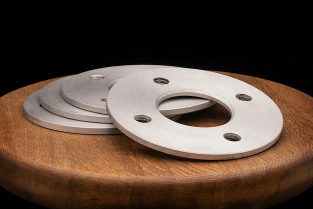 Części samochodowe - zamień nową piastę dystansową zdalnej przejściówki ze stali nierdzewnej w samochodzie