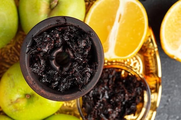 Części shisha, tytoń i cytryny z bliska