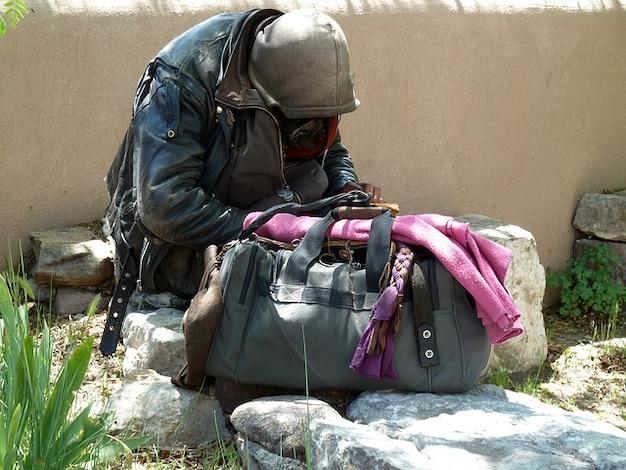 Człowiek bezdomny włóczęga