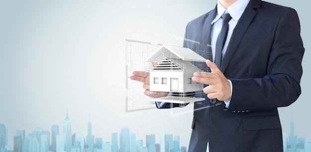 Człowiek biznesu stworzyć dom projekt lub domu