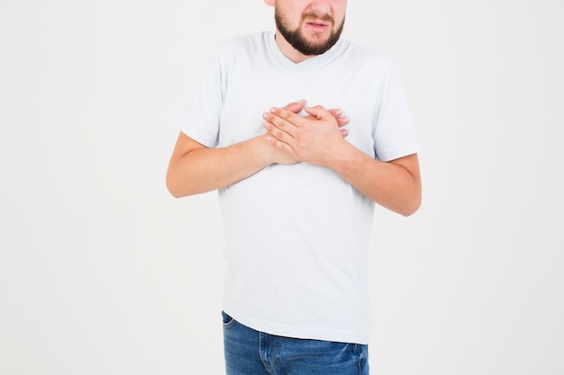 Człowiek cierpi na ból serca