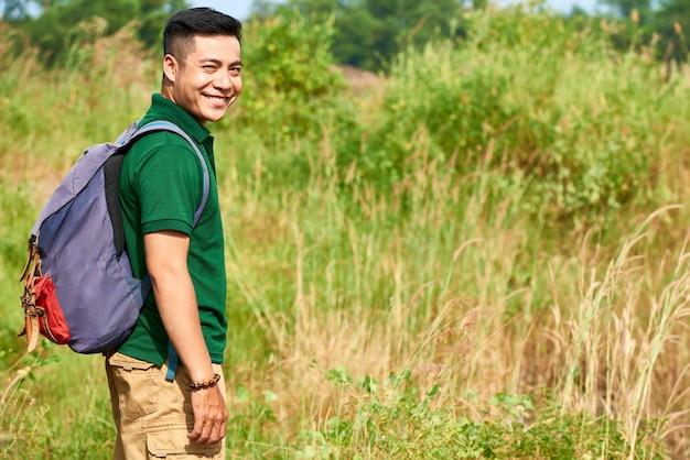Człowiek, ciesząc się, trekking
