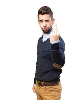 Człowiek czyniąc brzydki gest