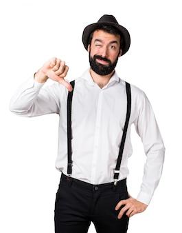 Człowiek hipster z brodą złego sygnału