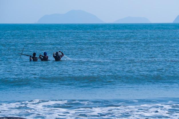 Człowiek i życie w morzu życie w tle tapety